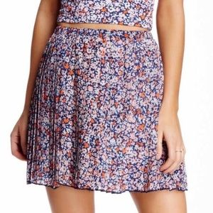 BCBGeneration floral pleated mini skirt